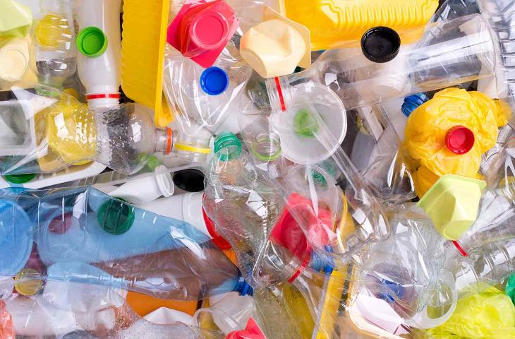 No2 Recycle: le Sedie di Design in Plastica Riciclata – In a Bottle