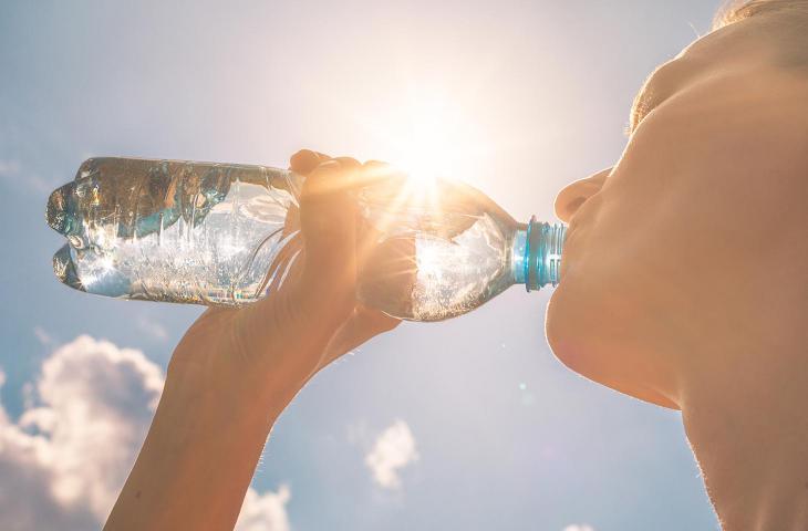 Cinque consigli (+1) per bere più acqua durante il giorno - In a Bottle