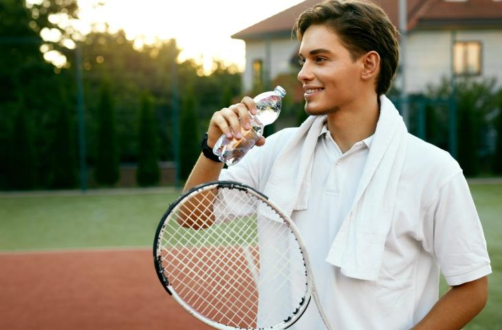 Quanta acqua beve un tennista? - In a Bottle