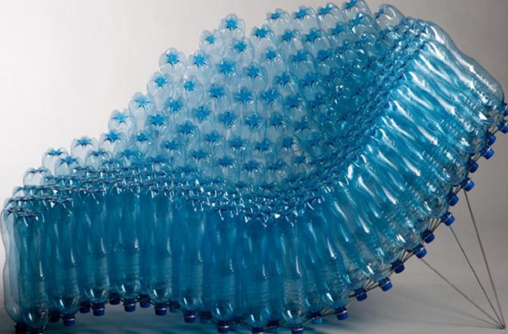 Bottiglie di plastica protagoniste, la Green Art spopola sul web