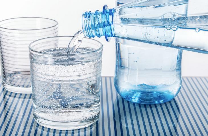 Agli italiani piace l'acqua minerale