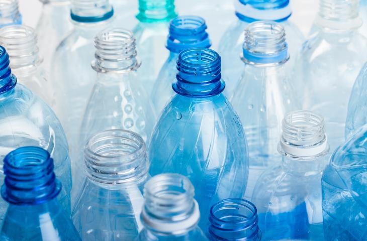 Riciclo Plastica in California: Approvata Nuova Legge sul Packaging – In a Bottle