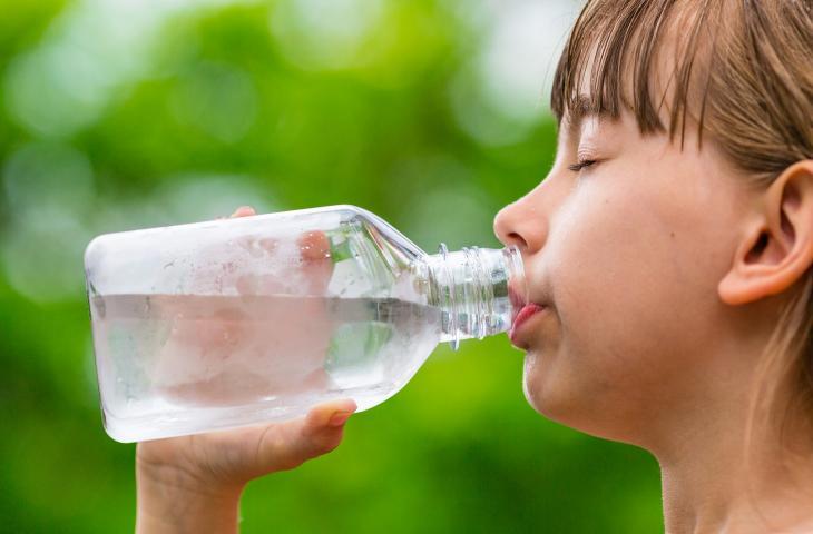 Per battere il caldo bisogno bere anche senza lo stimolo della sete