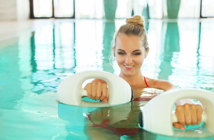 Ginnastica in acqua in estate: in forma con il Water Workout