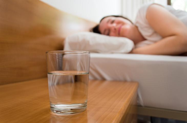 Qualità del sonno e idratazione: l'acqua aiuta a dormire