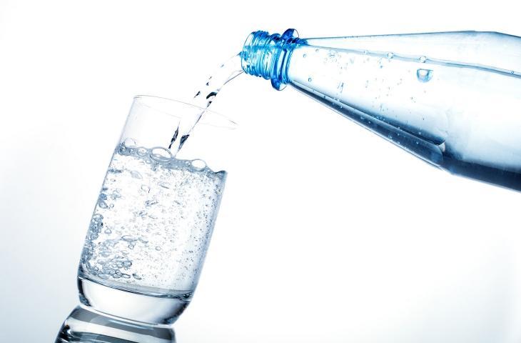 Gli 8 importanti benefici dell'acqua minerale