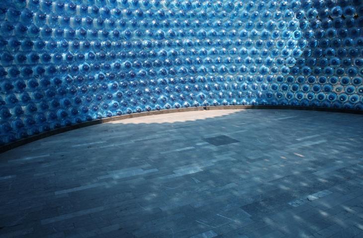 I-CONO, il padiglione costruito con recipienti di plastica - In a Bottle