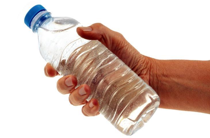 I bruciori di stomaco passano grazie all'acqua