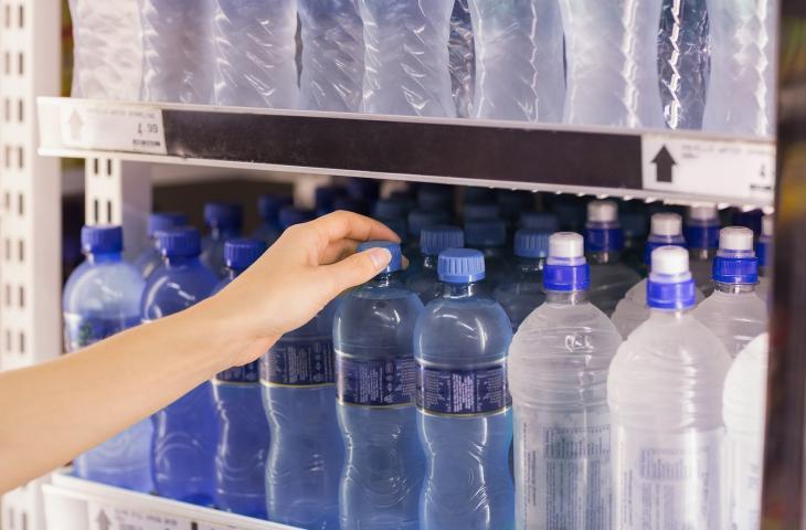 Il sorpasso dell'acqua in bottiglia alle bibite gasate