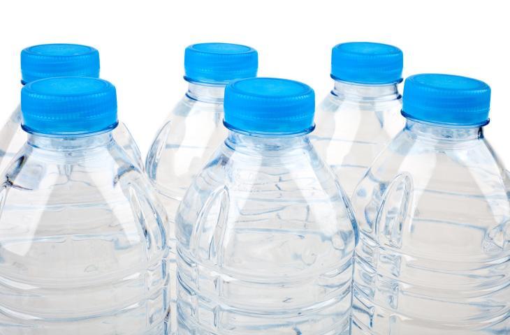 L'acqua in bottiglia vince nel mondo