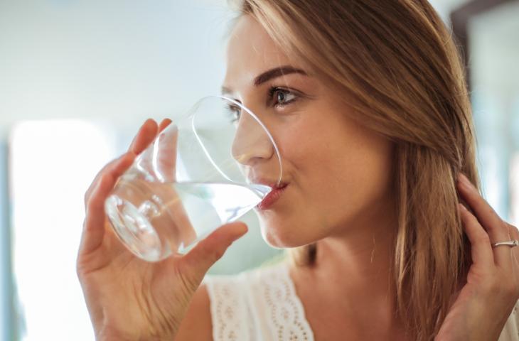 L'acqua migliora la voce? Gli studi ci dicono di sì  – In a Bottle