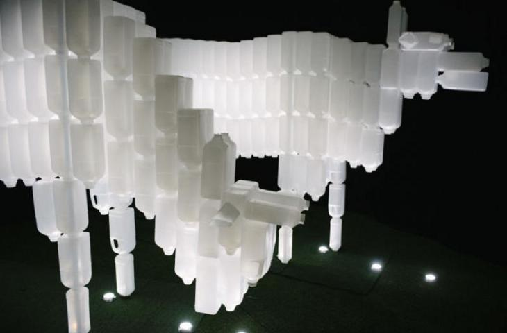 Light marina bay l arte con le bottiglie di plastica