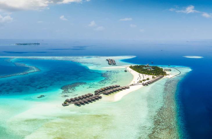 Maldive, alla scoperta del primo impianto solare galleggiante in mare - In a Bottle