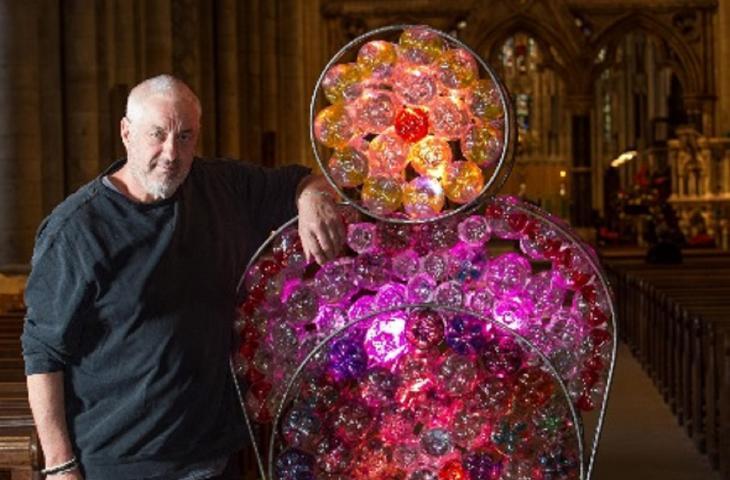 """Il rosone """"riciclato"""" di Stephenson illumina la Cattedrale di Durham"""