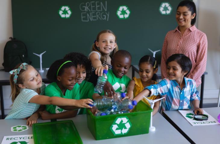Il riciclo delle bottiglie di plastica in Kenya si impara a scuola – In a Bottle