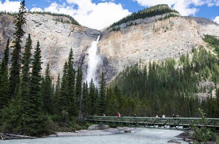 Scopri la meraviglia delle cascate Takakkaw e l'Emerald Lake