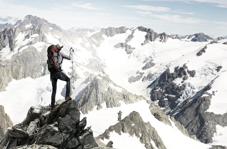 Una corretta idratazione aiuta a prevenire il mal di montagna_alt tag