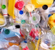 No2 Recycle: le Sedie di Design in Plastica Riciclata – In a Bottle