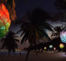 A Singapore pigne giganti con la plastica riciclata