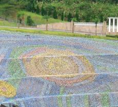 A Taiwan un mosaico da Guinness fatto con 4 milioni di bottiglie di plastica_alt tag
