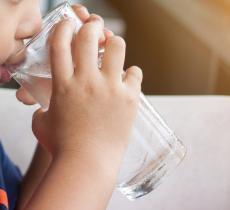 Bambini e idratazione: negli Usa uno su 2 non beve abbastanza