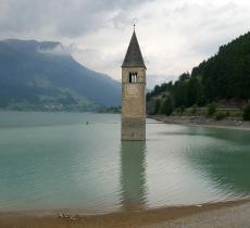 Curon, storia e leggenda del campanile che emerge dal lago - In a Bottle