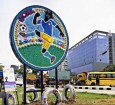 Fifa promuove il riciclo con murales da 7000 tappi di plastica