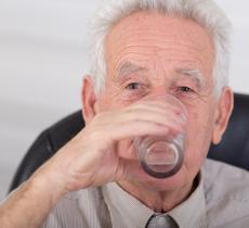 Estate, l'aiuto più valido per gli anziani è l'acqua alt_tag