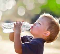 5 consigli per una corretta idratazione dei bambini alt_tag