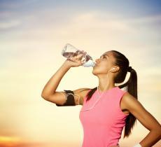 Idratazione e sport, quanto sono importanti e come conciliarli