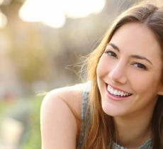 Un sorriso da star grazie ad una corretta idratazione alt_tag