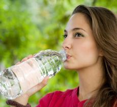 La disidratazione ha effetti simili a quelli prodotti da 2 mesi e mezzo d'Alzheimer