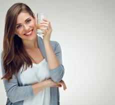Idratazione e occhi: perché bere acqua fa bene