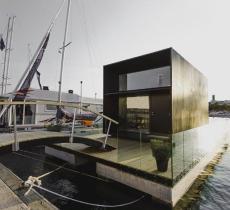 Koda Loft Float, la casa prefabbricata galleggiante dal tocco luminoso e versatile - In a Bottle