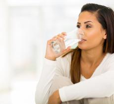 L'acqua minerale ricca di calcio aiuta a farsi le ossa