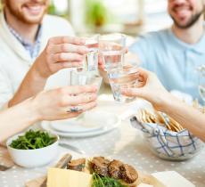 Natale, tre buoni motivi per bere acqua durante i pranzi e le cene delle Feste - In a Bottle