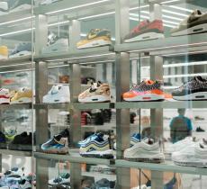 Nike ha creato una scarpa riciclando delle bottiglie di plastica - In a Bottle