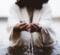Pasqua, l'acqua come simbolo di vita e rinascita nel cristianesimo - In a Bottle