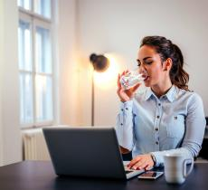 Perché una corretta idratazione aiuta le funzioni cognitive