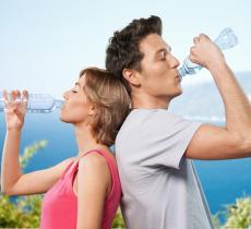 Sorrentino, bere acqua è fondamentale per il controllo del peso