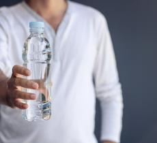 Rimanere idratati aiuta a mantenere una corretta postura