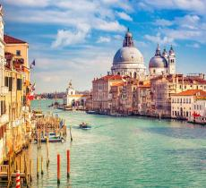 Venezia, l'acqua della laguna torna ad essere limpida - In a Bottle
