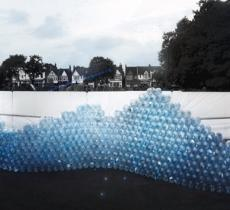 Waving Wall: l'installazione che racconta l'acqua invisibile