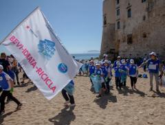 """""""A scuola di Acqua"""", i bambini delle scuole di Palermo scoprono l'importanza di ripulire le spiagge - In a Bottle"""
