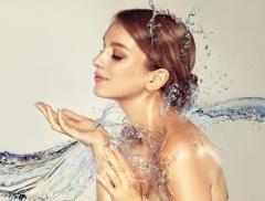 Acqua e Donne: un legame senza tempo – In a Bottle