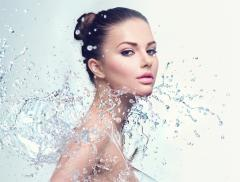 Acqua segreto di bellezza per molte celebrities – In a Bottle