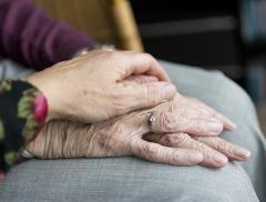 Anziani e disidratazione: i rischi che si corrono – In a Bottle