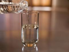 Come bere più acqua in 4 mosse