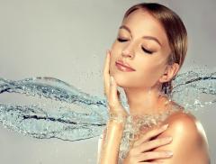 Quanta acqua bere: la giusta quantità per Bellezza e Salute della Donna – In a Bottle