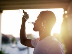 Corretta idratazione, come capire se si beve abbastanza acqua - In a Bottle